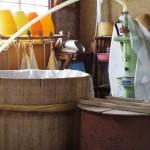 蒸した酒米を入れる樽